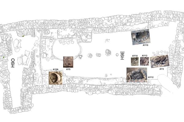 Seis tumbas aparecieron en 2013 en esta sala; la séptima y majestuosa, en 2014. Cada una de ellas aumentaba la sorpresa ante el enigma que suponían; enseguida sabréis por qué.