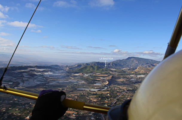 Sobrevolando Totana en ultraligero en dirección a La Bastida